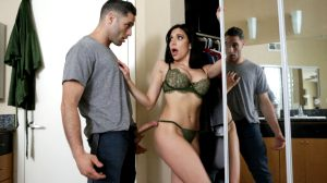 Busty milf pornstar Jaclyn Taylor with a studin a family roleplay sex video
