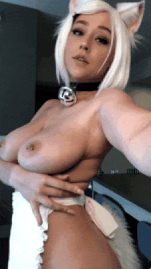 Cosplay Kitty show us her Boobs