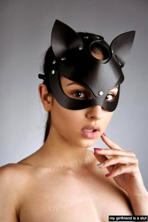 Cute grrrl in her cat woman fetish mask