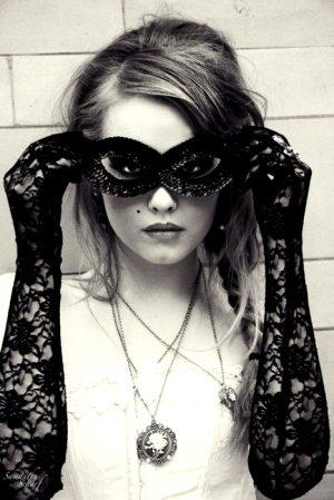 halloween-costume-ideas-lace-mask (4)