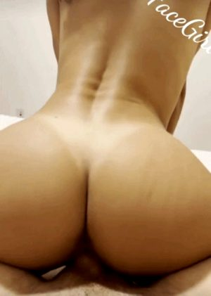 Riding her juicy ass on a lucky cock