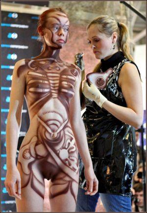 sexyrobotgirls:Body painted steampunk fembotLove it!via voyonsvoir