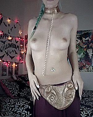 Topless Leia Cosplay Shaking Hips
